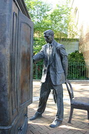 Statue of CS Lewis