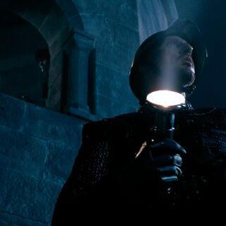 Стражник нашёл фонарик