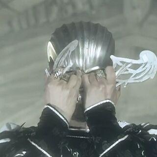 Рилиан ломает шлем