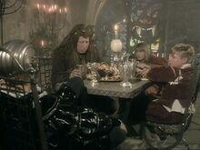 За столом в подземном дворце СКс
