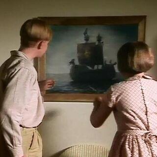 Эдмунд и Люси рассматривают картину в сериале