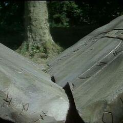 Сломанный Каменный стол в сериале