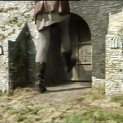 Рамблбаффин из сериала выбивает ворота