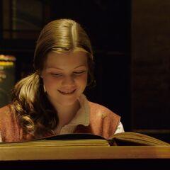 Люси читает Волшебную книгу
