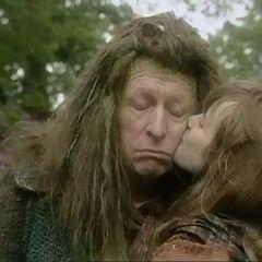 Джил целует Хмура на прощание