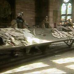 Берн и остальные переворачивают стол губернатора