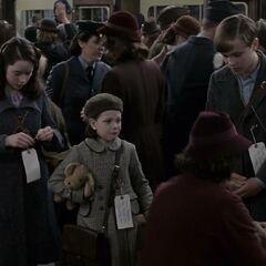 Дети уезжают из Лондона
