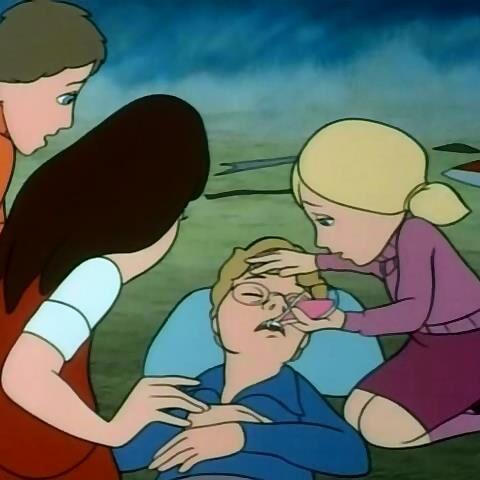 Люси исцеляет Эдмунда в мультфильме