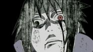 Sasuke prestes a empalar Karin e Danzo