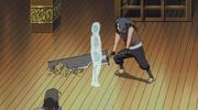 Suigetsu lucha en el castillo de Tenzen con su guardaespaldas