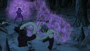 Sasuke tenta pegar Kabuto