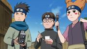 Esquadrão Konohamaru tenta entrevistar Naruto