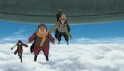 Ōnoki transporta a los Jinchūrikis a un lugar seguro