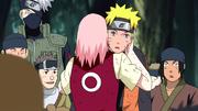 Sakura le agradece de corazón a Naruto por salvar a Konoha