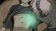 Sakura recurre a bombear manualmente el corazón de Naruto
