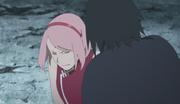 Sasuke salva y retira los escalpelos de Sakura