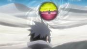Sasuke corre até Obito e Sakura (Anime)