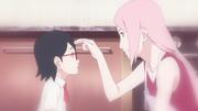 Sakura toca la frente de Sarada terminando su conversación