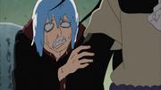 Suigetsu esconde-se atrás de Orochimaru