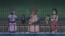 As garotas assistindo à luta
