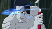 Darui interceptando a Kisame con una shuriken electrificada