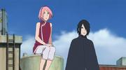 Sakura y Sasuke viendo a lo lejos la escena del equipo Konohamaru