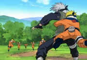 Naruto agarra Kakashi