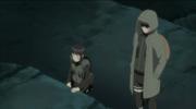 Hinata e Shino vigiam o movimento a noite