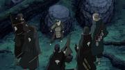 Itama rodeado por ninjas del Clan Uchiha