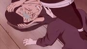 Neji ve cómo Hizashi es detenido por el Sello Maldito Hyūga