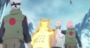 Obito, Sakura y un clon de Naruto se preparan para desplazarse