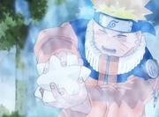 Naruto tenta estourar a bola de borracha
