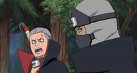 Hidan se enfada con Kakuzu en una de sus frecuentes discusiones
