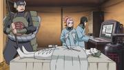 Sakura y Shizune practican la autopsia al Zetsu Blanco
