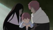 Sasori siendo abrazado por sus primeras marionetas, Madre y Padre