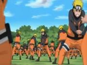 Naruto usando sus clones para aprender a usar el Elemento Viento