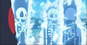 Kakashi electrocutando a sus alumnos.