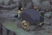 Konohamaru, Moegi y Udon ayudando a Naruto