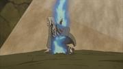 Tsunade es atravesada por la Espada del Susanoo de Madara