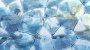 Naruto i Sasuke uwięzieni przez Kaguyę przy pomocy lodu.