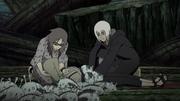 Karin e Suigetsu curando Tsunade