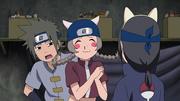 Shinko sonríe al ver a Itachi con las orejas de gato