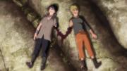 Naruto y Sasuke heridos por el combate vuelven a su antigua amistad