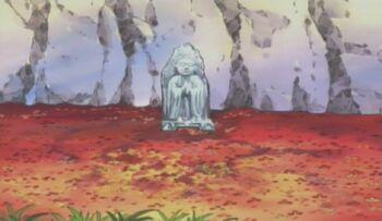 Estatua en el centro de Akagahara