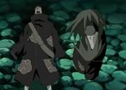 Zetsu observa el cadáver de Mukade