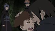 Os irmãos se abraçando após serem salvos