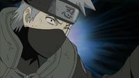 Kakashi sente o chakra de Kurama