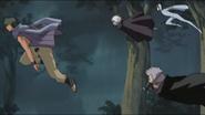 Rinji e os outros fogem do campo de batalha após a chegada de Shino