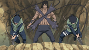 Izumo e Kotetsu cortam Kakuzu