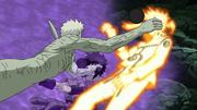 Obito agarra Sasuke e Naruto